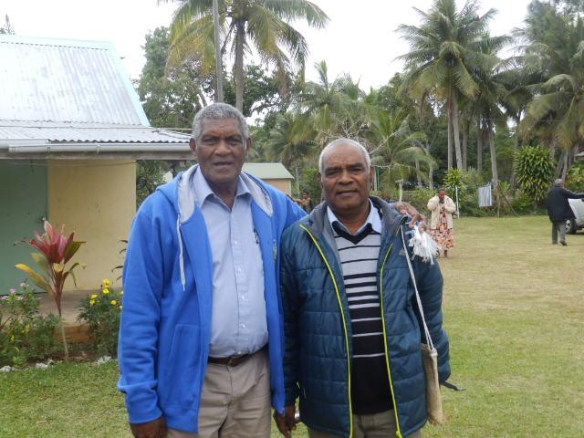Président de l'EPKNC et Mr le Maire de Nengone (Diacre de la paroisse de Atha)