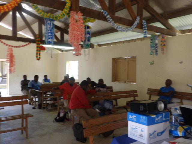 L'animateur Théologique de Momawe au 1er plan : Pasteur Paxa SAKILIA