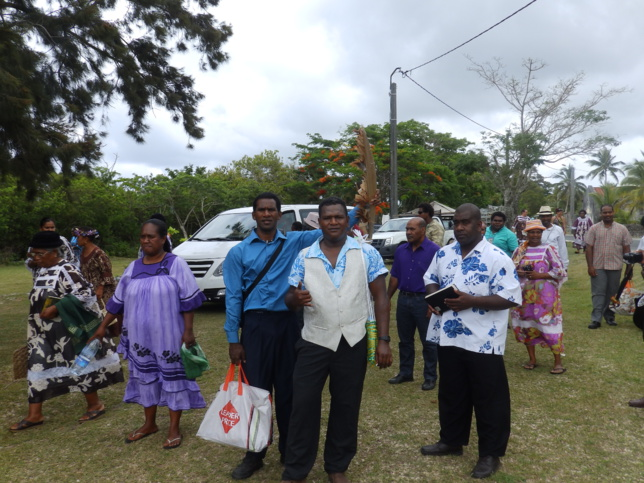 Les étudiants devant le temple de Xepenehe