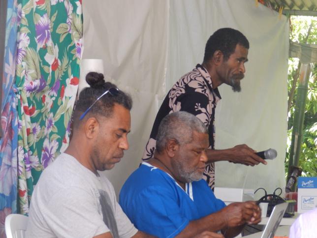 Le modérateur Pasteur Yango WATHA et son équipe.