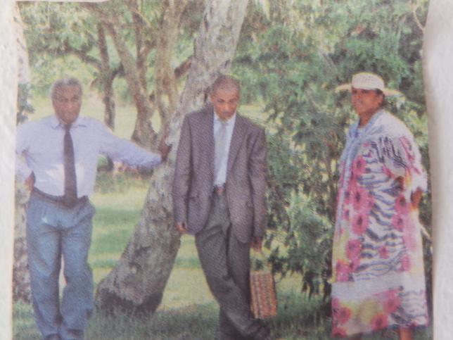 Pasteur WADRAWANE Kawin, (Président du Conseil Régional de Nengone), Pasteur HUMUNI Atrea et son épouse Rose.