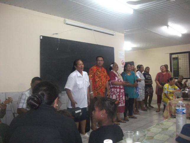 Chant d'aurevoir de la paroisse avec Pasteur Matahi GODFREY