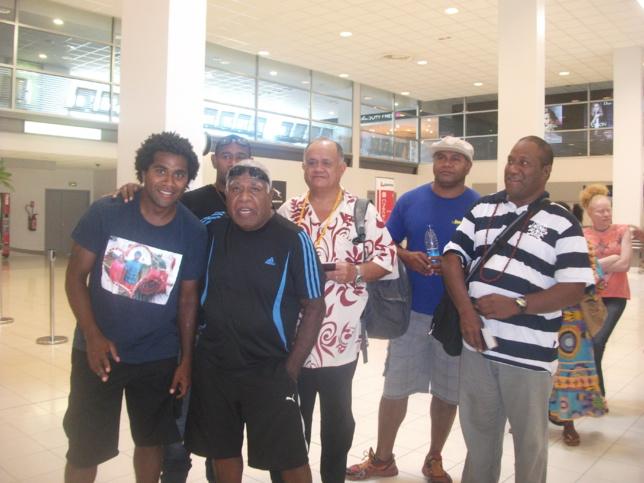 A Tontouta avec quelques membres de la famille avant le départ pour Maohi Nui
