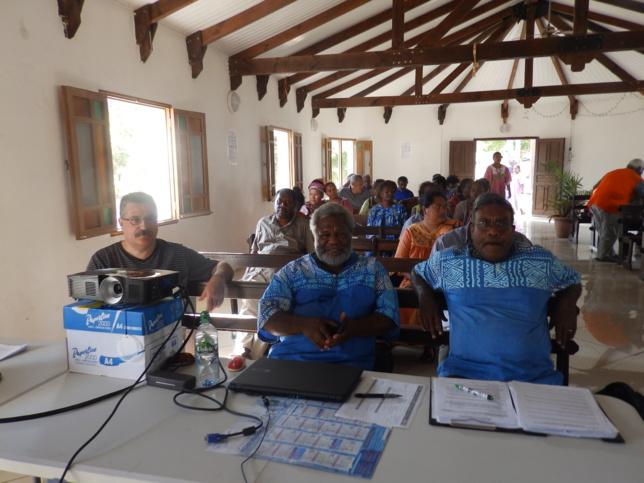 De droite à gauche, les membres de l'ancien bureau du Conseil régional : Pasteur WAITEA Wahlengen (Président), Dk IWEDE Wanyionë (Secrétaire), HOUDARD Olivier (Trésorier).