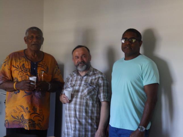 Entouré du Président Pasteur WAKAINE Wakira et du Vice-Président KAKUE Célestin