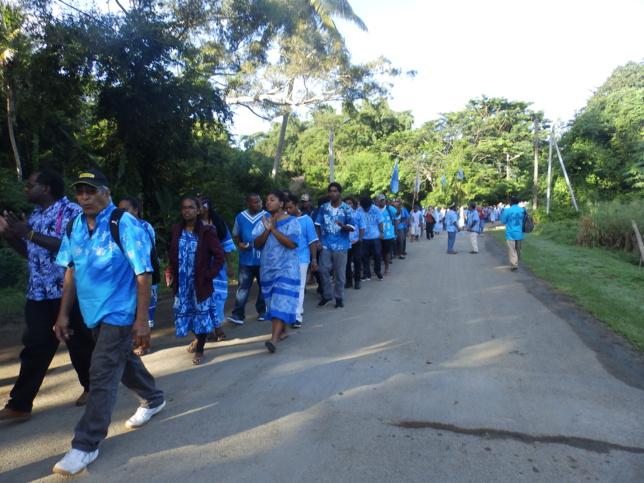 Défilé des délégations vêtues de bleue