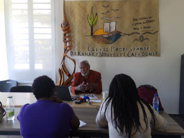 Le président Pasteur KAEMO Höcë face aux journalistes lors de la déclaration de presse