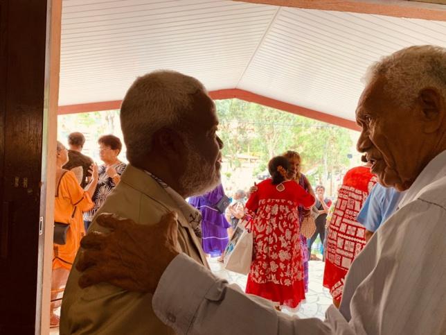 Pasteur KAEMO Höcë président de l'EPKNC avec le pasteur retraité LALIE Hmana