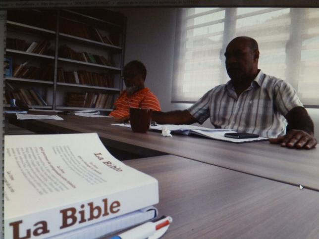 Pasteur BEARUNE Warisine, aumônier du lycée de DOKAMO, et Mr IHAGE Victor représentant de l'ASEE.