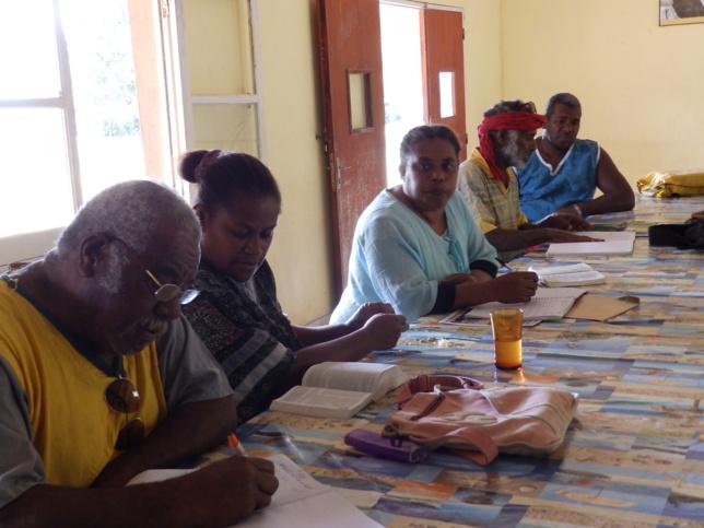 Les membres du comité avec les diacres DAHOTE Toué, POROU Dogan, et BOUAOUVA Claude
