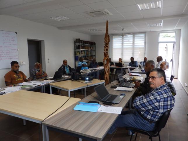 Attentifs aux informations de la Commith (Commission Théologique) présentées par l'animateur général KAKUE Joël