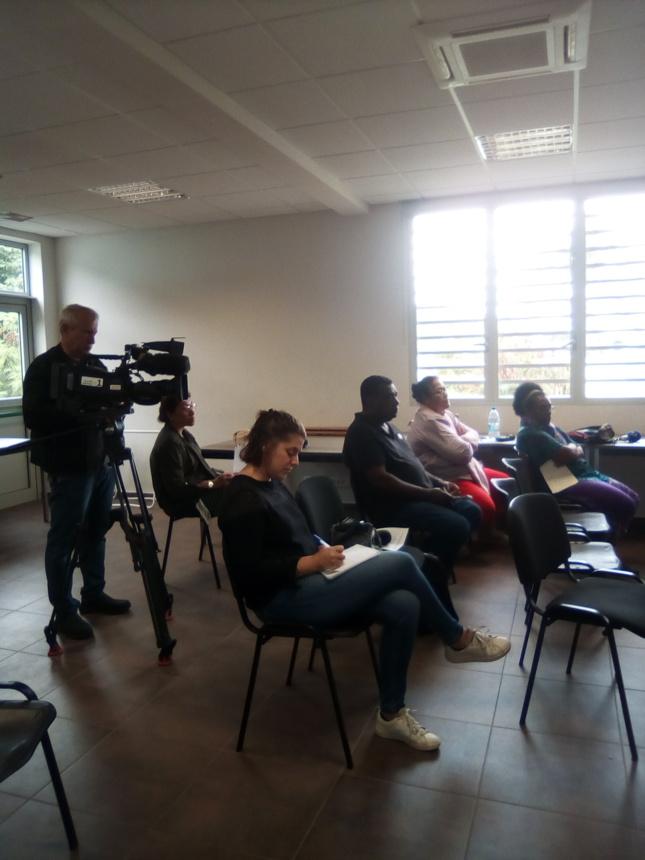 Les médias présents pour la conférence de presse (La 1ère NC, RRB et Radio Djiido