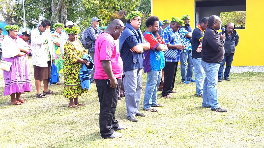 Pasteur Wahlengen WAITEA présente la coutume de bonjour des délégués