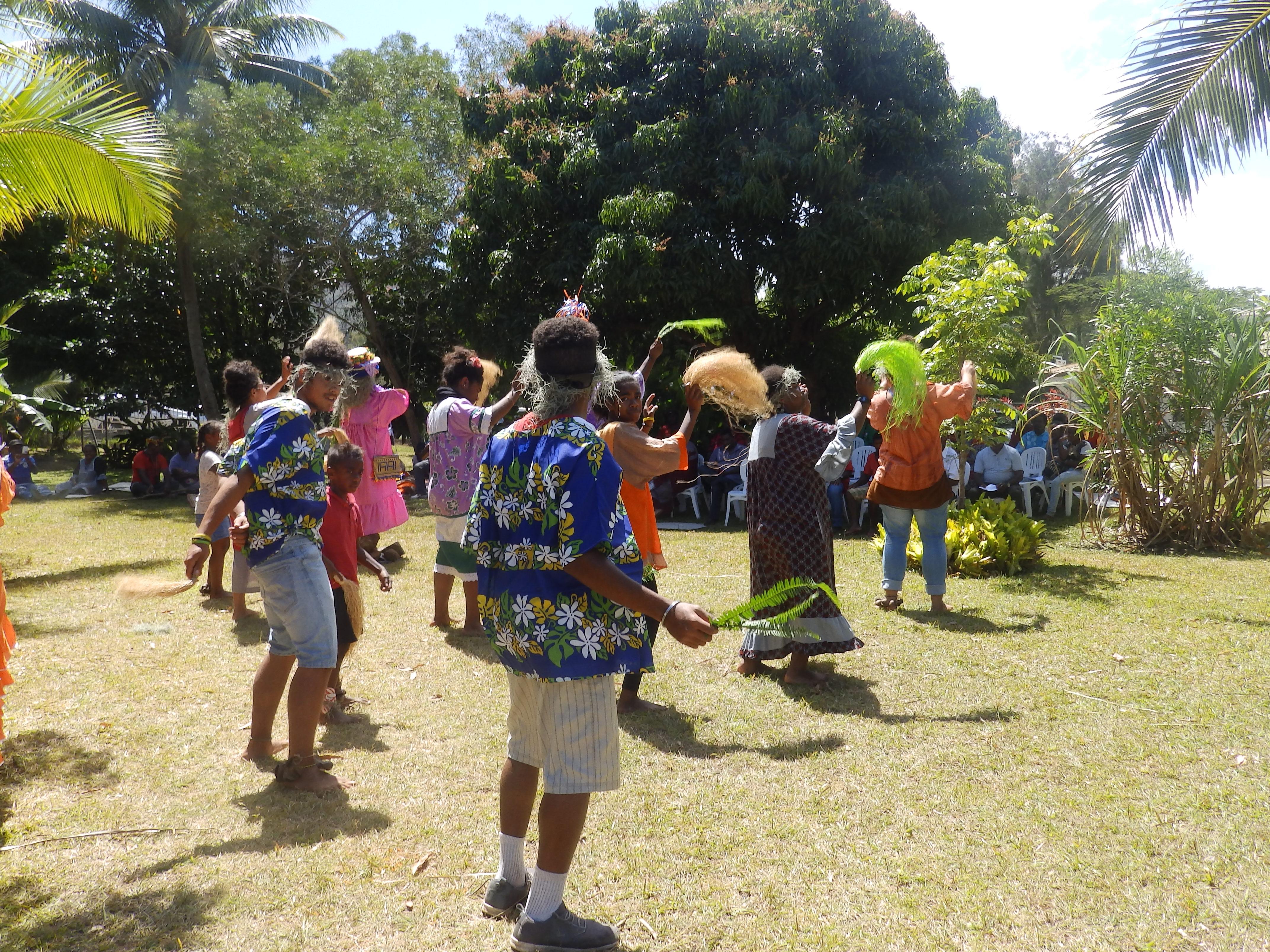 Danse des jeunes : aurevoir et rendez-vous l'année prochaine dans le consistoire de Nelemwa.