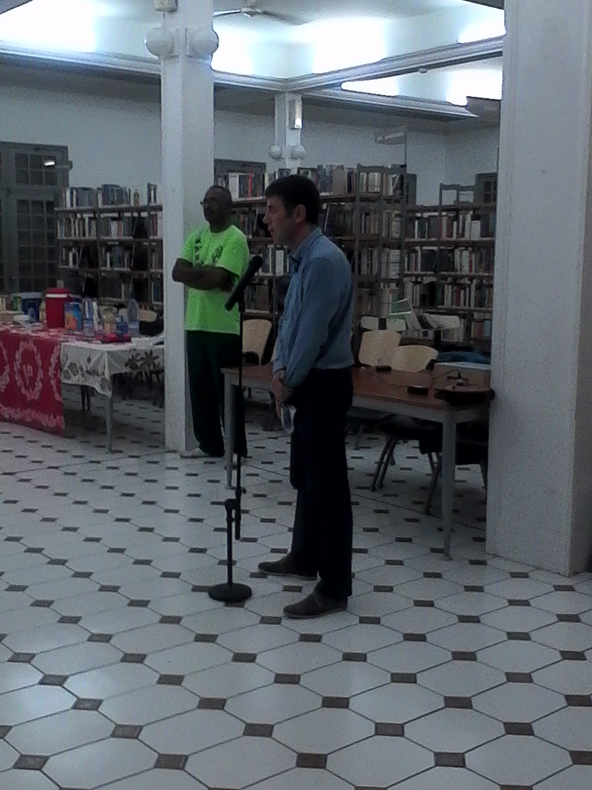 Mr SUBILEAU Directeur du SPIP, présentant l'exposition et son objectif aux visiteurs