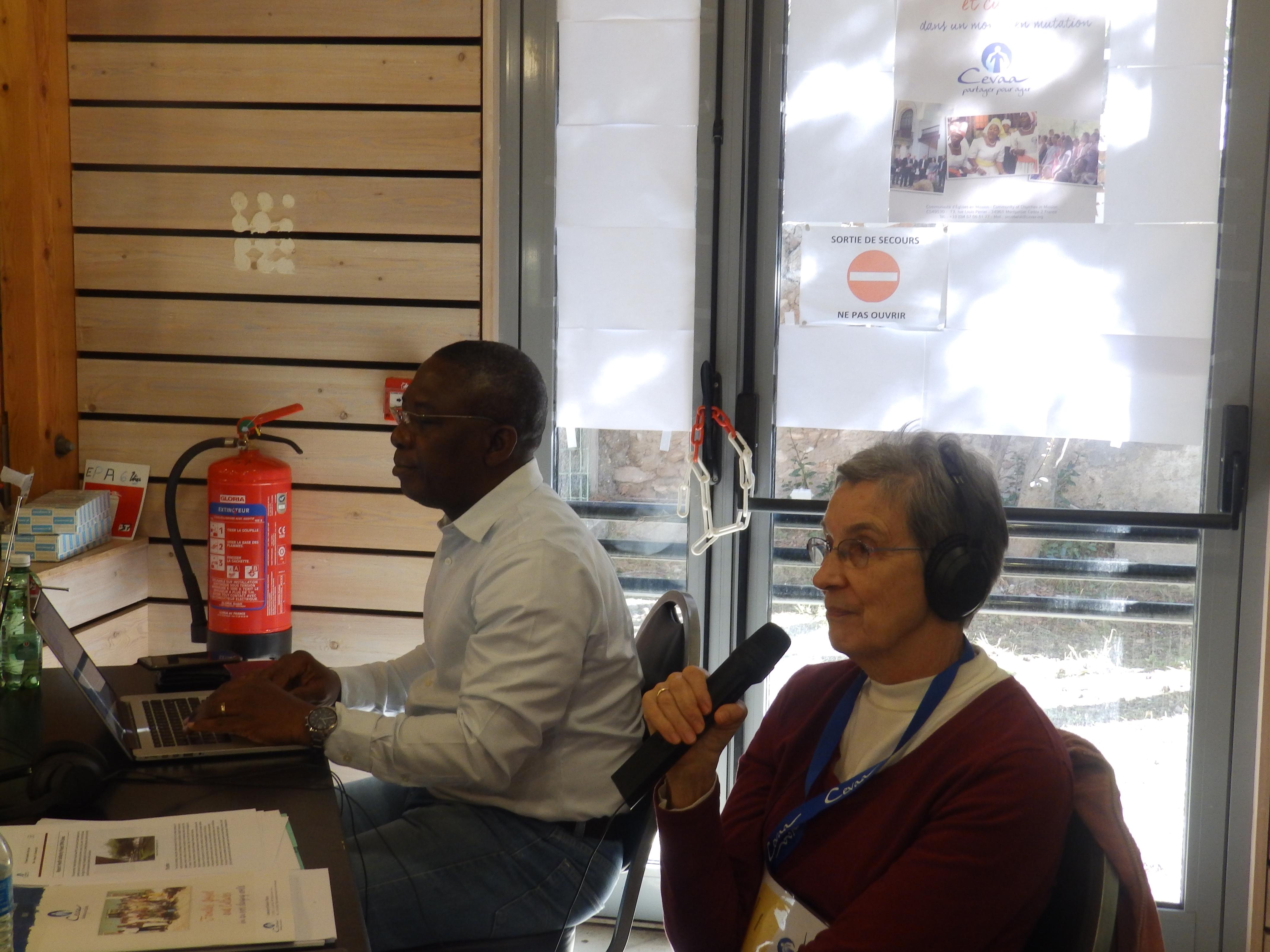 Les interprètes (DAVID-GNAHOUI Emmanuel du Benin et Mme JERDAN Diane des USA)