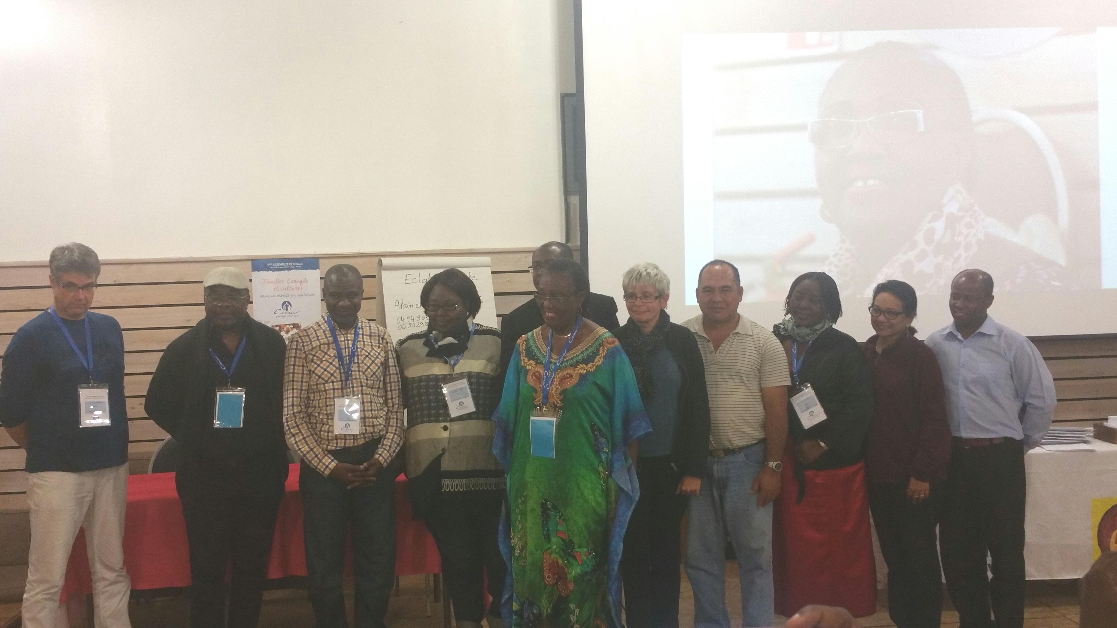 La Présidente de la Cevaa, Mme MBATCHOU Henriette, avec le nouveau Conseil Exécutif
