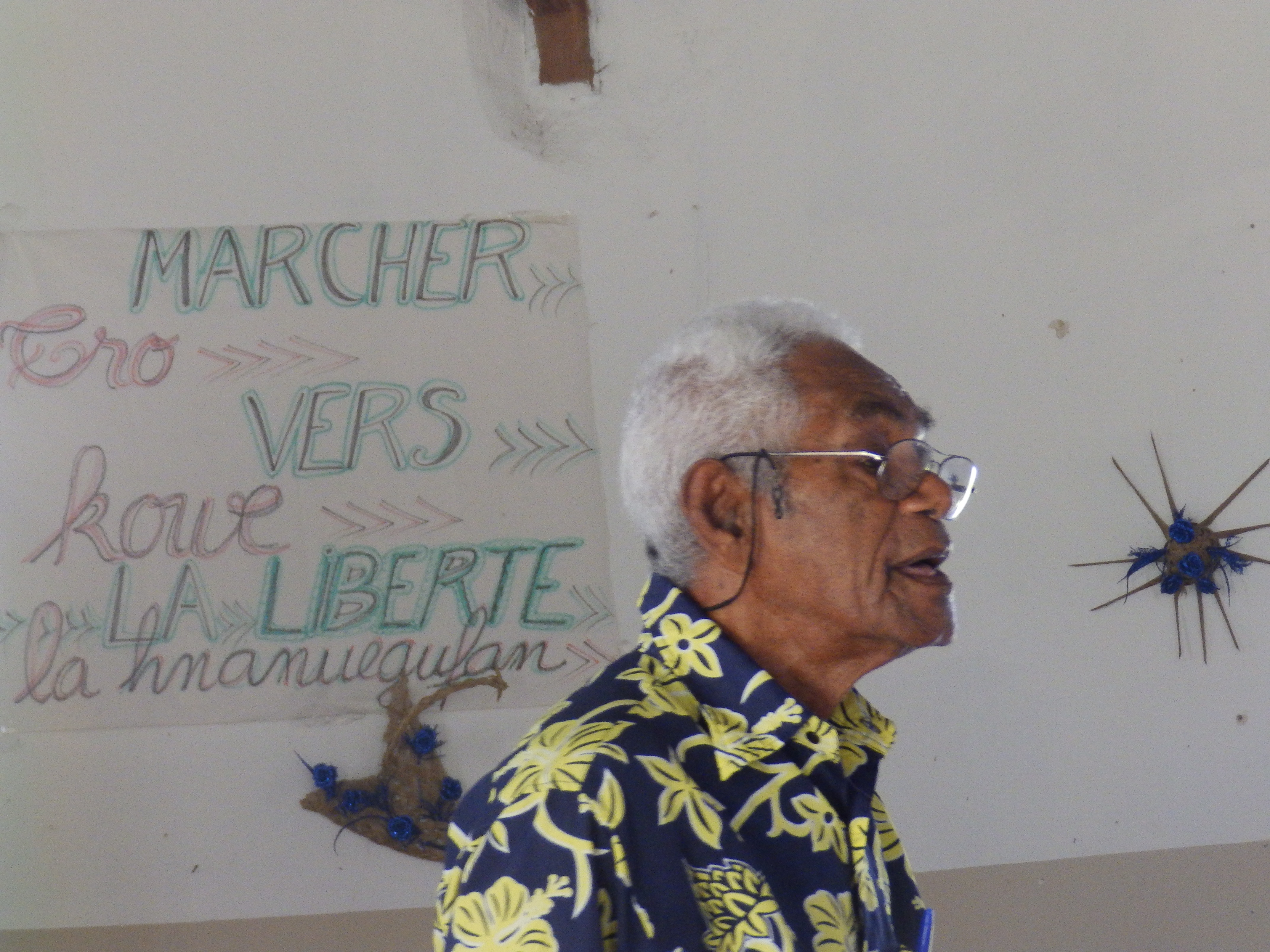 Hnamiatr KAKUE Hnooqatr encourageant les étudiants pour leur engagement