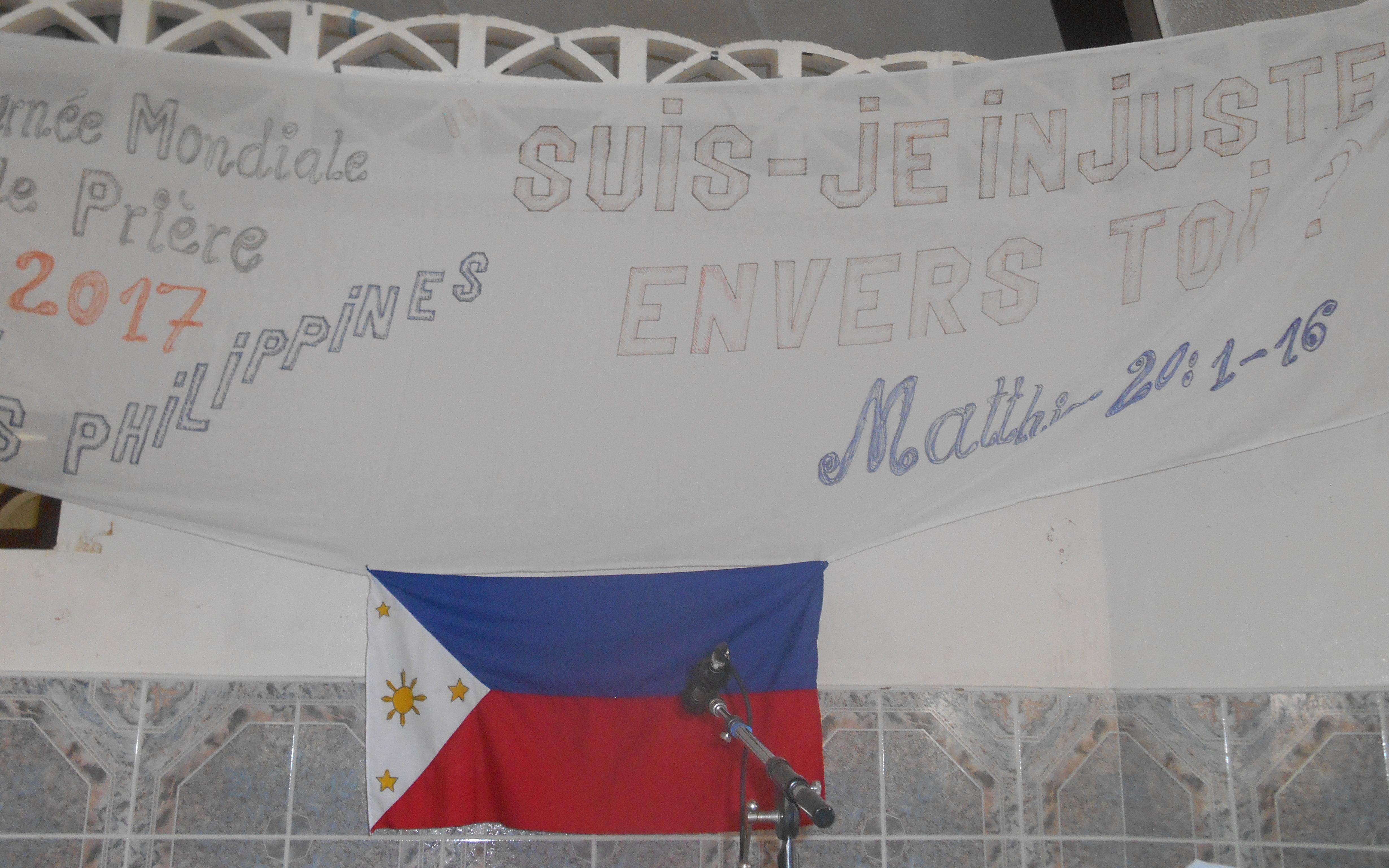 """Le drapeau des îles philippines avec le thème de la Journée Mondiale de Prière. """" Suis-je injuste envers toi ?"""" (Mathieu 20/1-16)"""