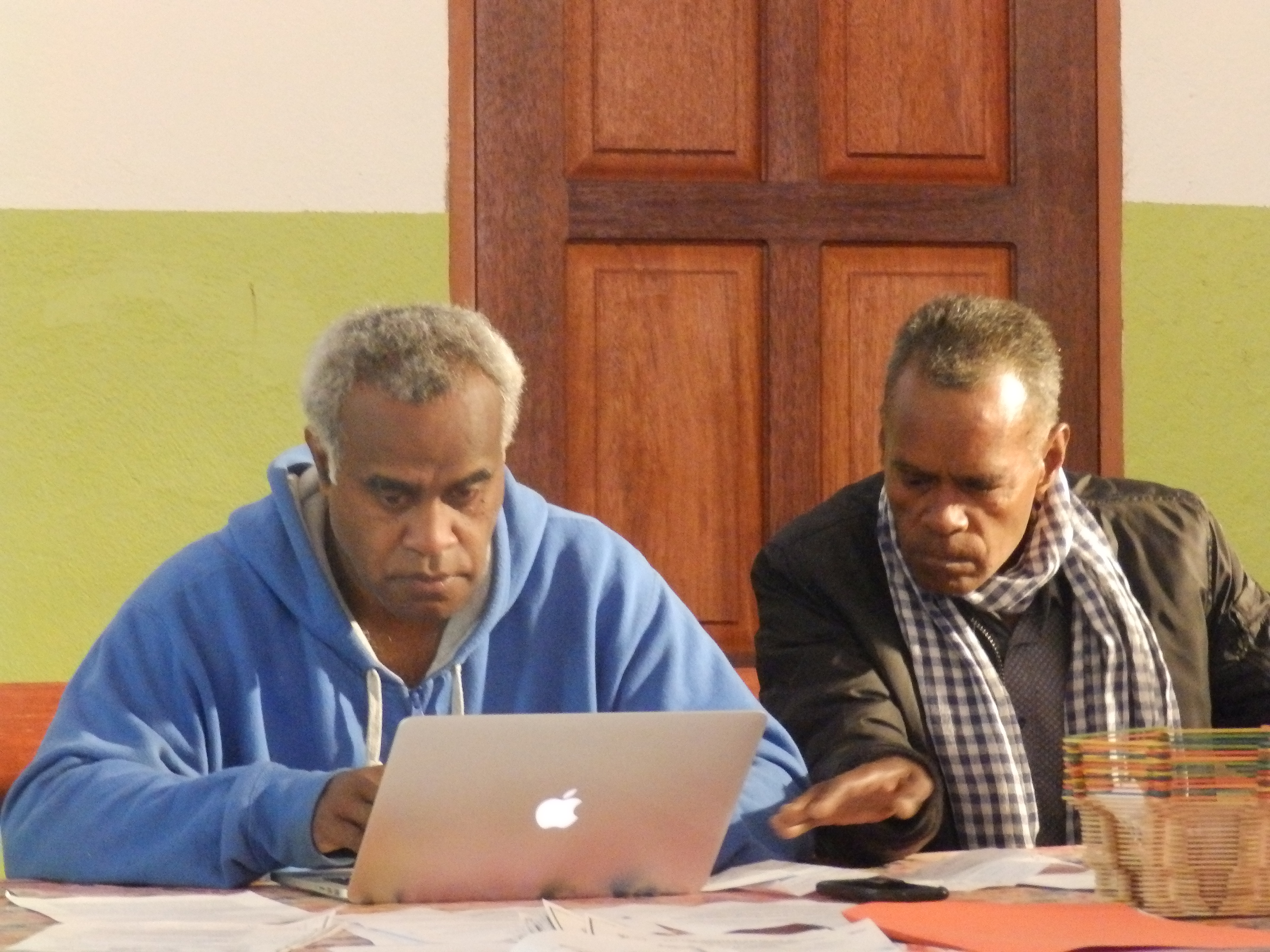 Le Modérateur (Pasteur HNAWEONGO Bernard) et Dk PASSA Drumë (Vice-Modérateur).