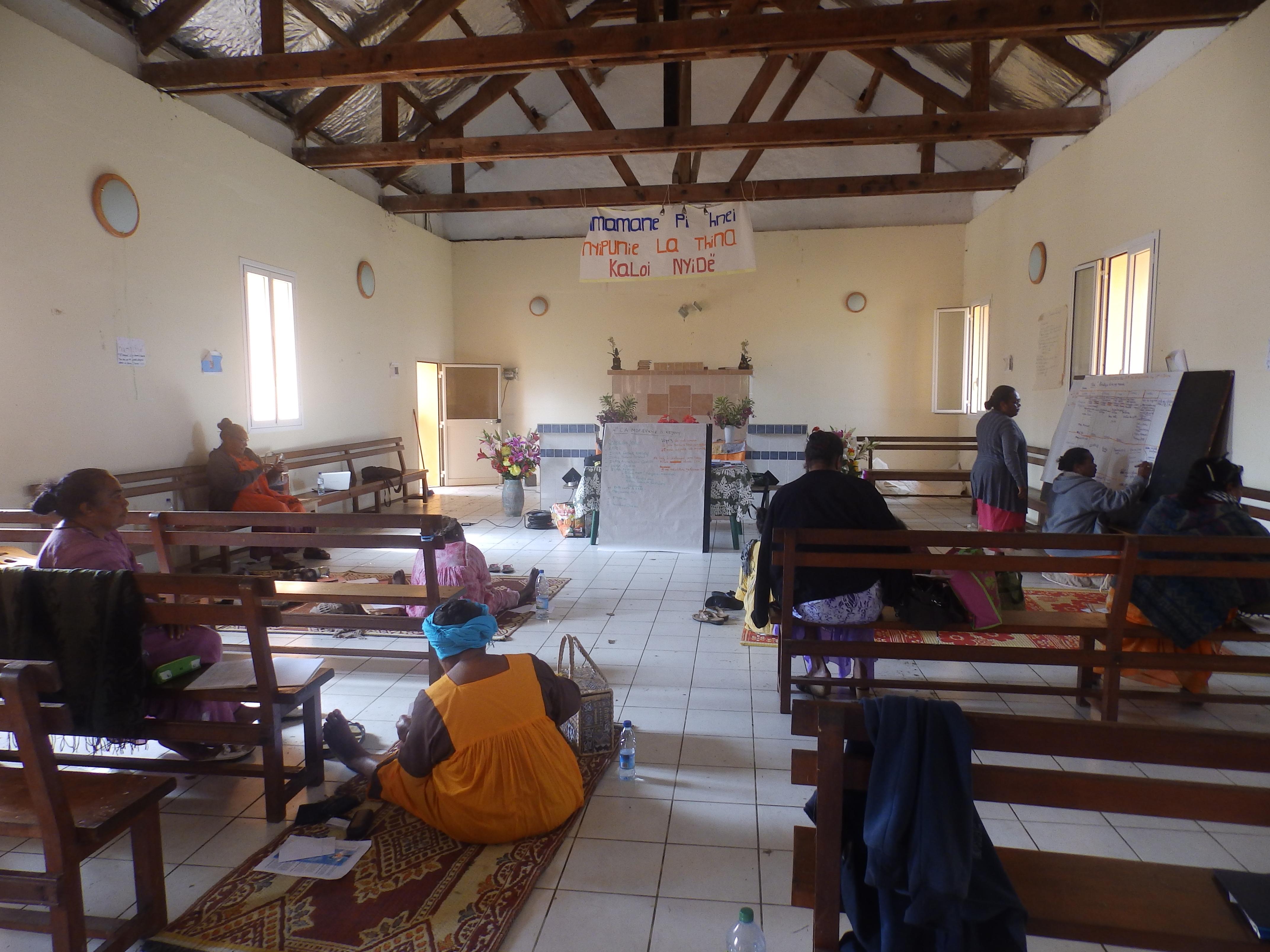 Les mamans dans le temple de la paroisse de Kejënyi
