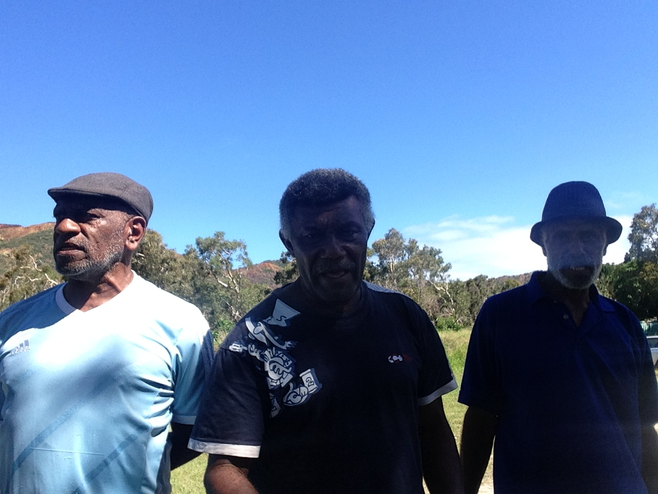 Les diacres : EURIMINDIA Ezeckias, CAMOUI Jojo, et POROU Dogan responsables des diacres de Momawe