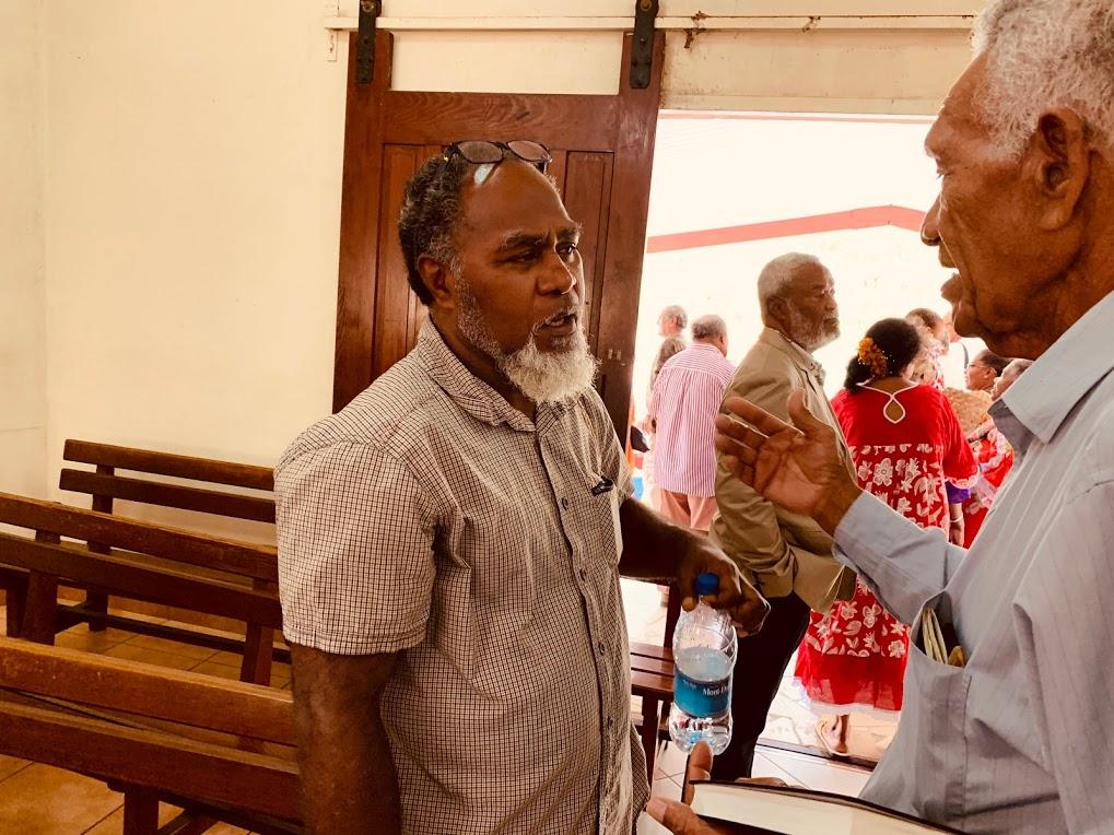 Pasteur BEARUNE Honoré Warisine, aumônier du lycée Dokamo avec le pasteur retraité LALIE Hmana