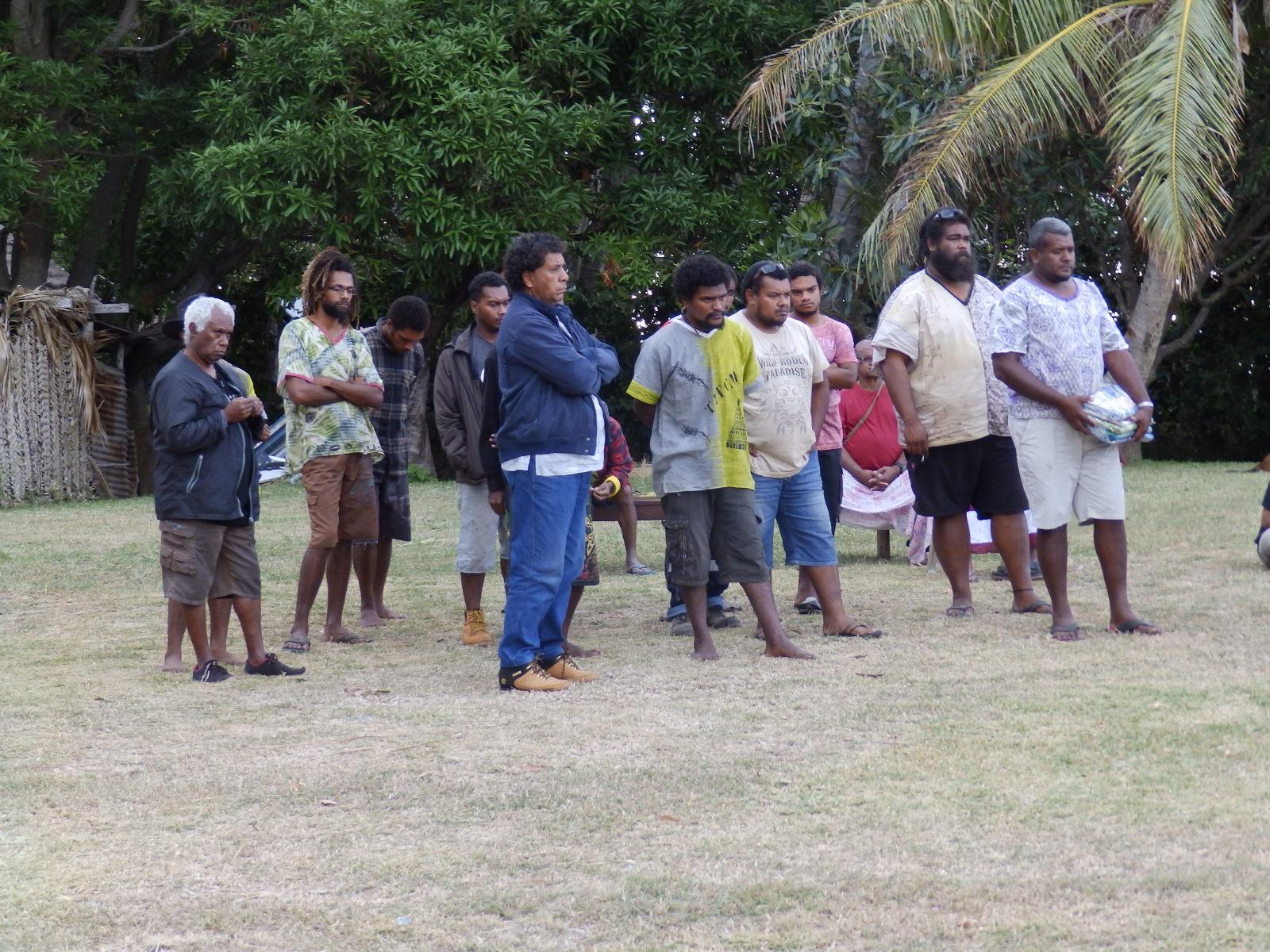 Le diacre de la paroisse BOUAOUVA Claude avec ses paroissiens