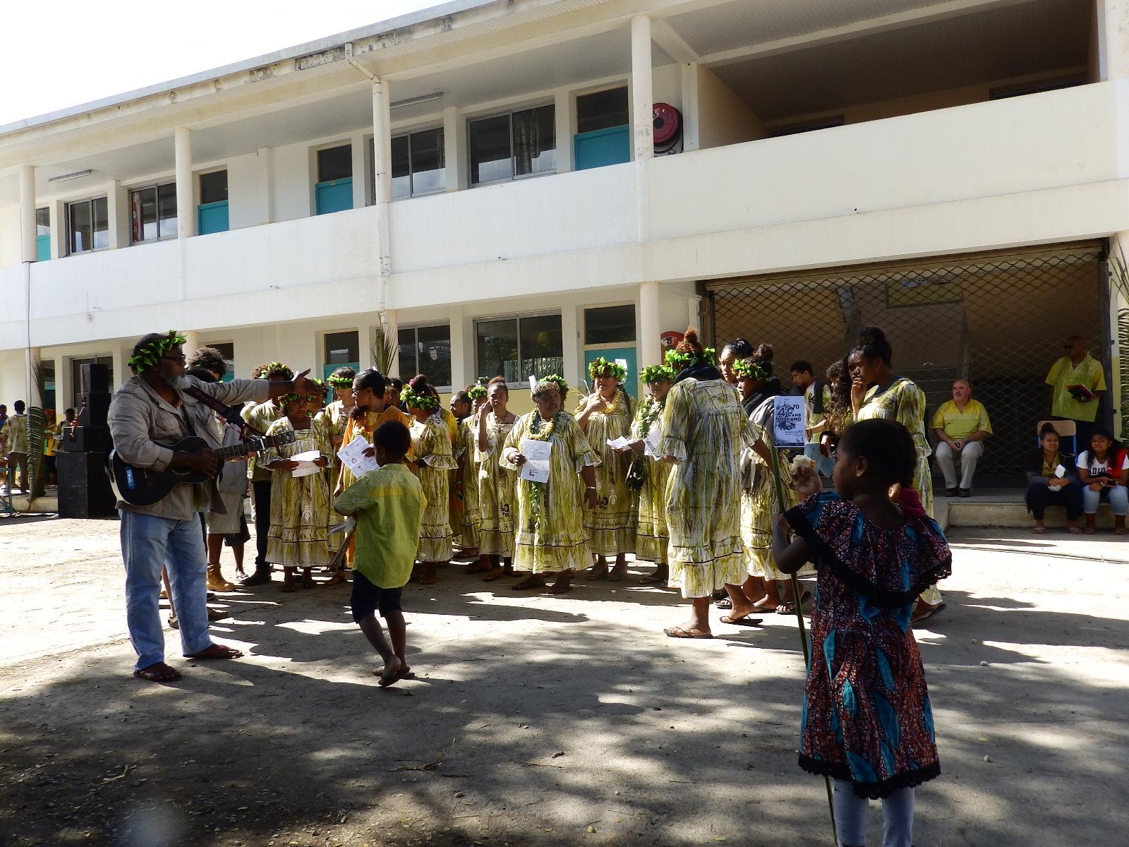 La chorale de Do-Kamo interprétant un chant pour ouvrir la fête après la méditation de la parole de Dieu animée par le Président de l'EPKNC, pasteur KAEMO Höcë